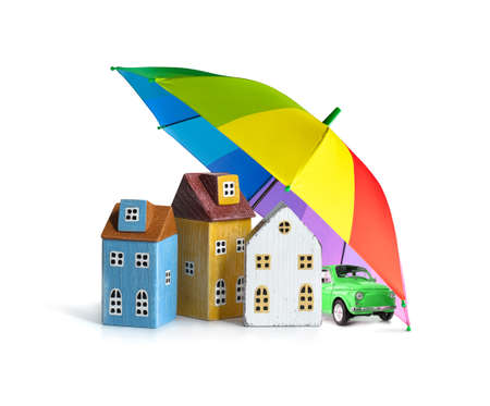 Houses and car covered by umbrella isolated on white. Property insurance concept. 版權商用圖片