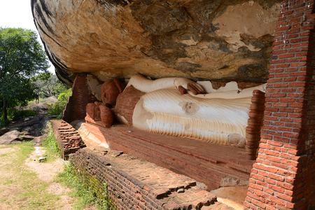 Pidurangala Vihara Buddhist temple in Pidurangala near Sigiriya, Sri Lanka Banco de Imagens