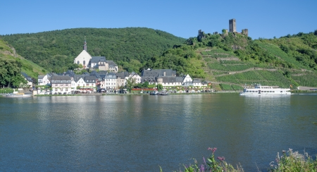 the idyllic famous Village of Beilstein at Mosel River,Germany Standard-Bild
