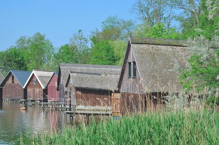 ドイツのメクレンブルク湖地区、湖 Mueritzsee で Roebel で