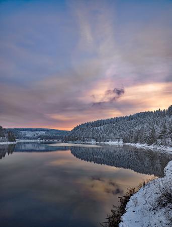 Winter am Oker-Reservoir in Harz Mountain, Deutschland Standard-Bild - 85256265