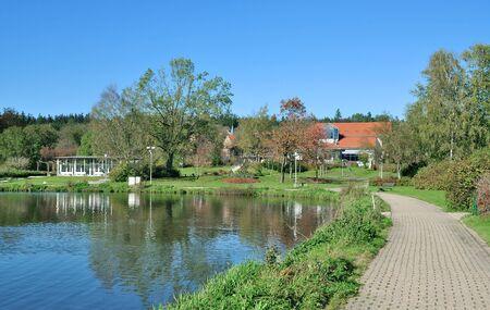 See Kranichsee in Hahnenklee nahe Goslar im Harz, Niedersachsen, Deutschland Standard-Bild - 93126334