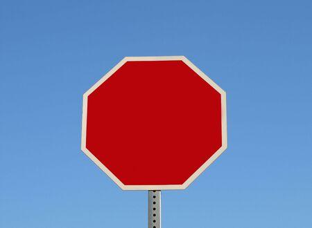 空白の一時停止の標識