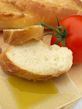 オリーブ オイル パンとトマト 写真素材