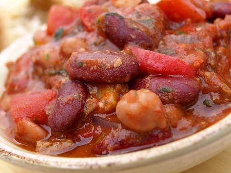豆とトマトとチリのボウル
