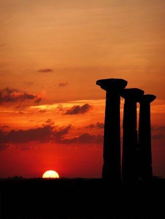 日没時の柱