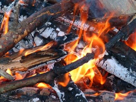 屋外の火、燃焼のクローズ アップ