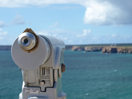 海とカボ デ サグレス、ポルトガルで崖を見て光学ファインダー