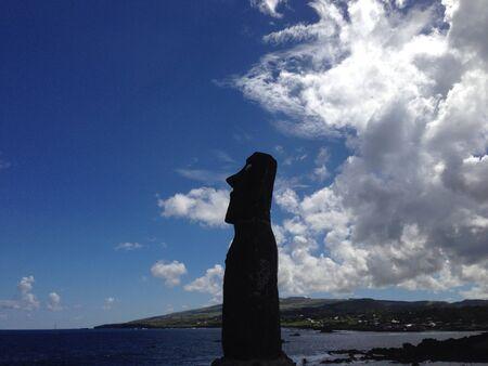 rapa nui: Sombra Moais en la Isla de Pascua Rapa Nui Foto de archivo