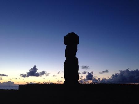rapa nui: Moai sombra Isla de Pascua Rapa Nui Foto de archivo