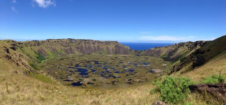rapa nui: Rano kau volcán Rapa Nui Isla de Pascua panorama