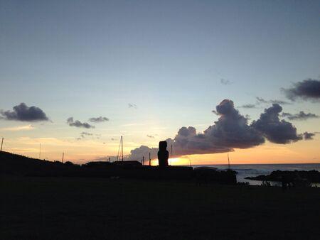 rapa nui: Sunset Moai de Rapa Nui Isla de Pascua