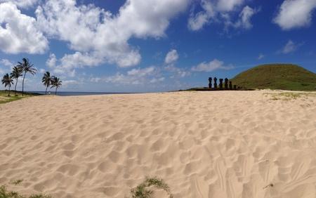 rapa nui: Moai playa Anakena Rapa Nui Isla de Pascua panorama
