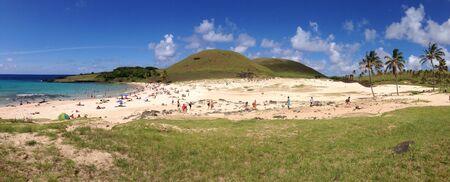 rapa nui: Playa Anakena Moais de Rapa Nui Isla de Pascua panorama Foto de archivo