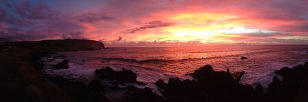 rapa nui: Sunset Rapa Nui Isla de Pascua panorama Foto de archivo