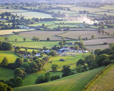 cotswold: Idyllic rural view of gently rolling patchwork farmland and villages with pretty wooded boundaries, in the beautiful surroundings of the Cotswolds, England, UK.