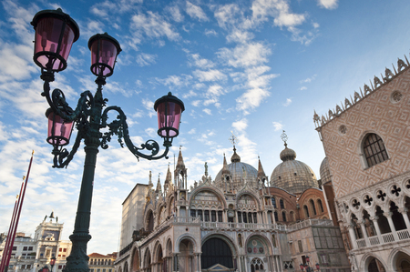 st mark's square: Warm early morning light on the stunning renaissance (14th and 15th century) architecture in St Marks Square, Venice. Doges Palace, Campanile, Liberia Sansoviniana and Basilica di San Marco all visible. Stock Photo