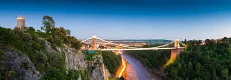 ビクトリア朝のクリフトン吊橋、ブリストル、イギリス。
