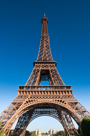 ile de la cite: Iconic Eiffel Tower (1889) symbol of Paris and Champ-De-Mars park with clear blue sky, still the tallest building in town standing at a mighty 1063 ft. Stock Photo