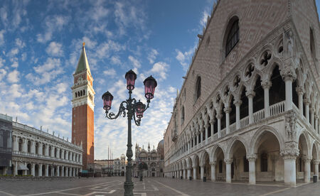 st mark's square: Warm early morning light on the stunning renaissance (14th and 15th century) architecture in St Marks Square, Venice Stock Photo