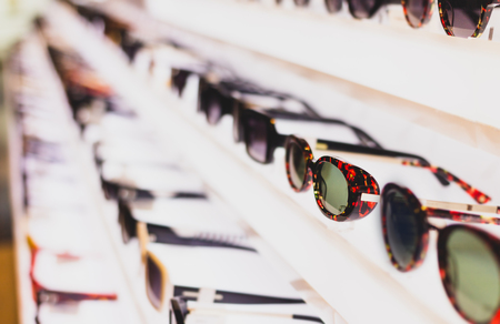 Sunglass eye wear shop and apparel.  Latest trending fashion. Stockfoto