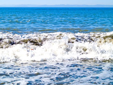 strait of juan de fuca: Waves at the beach in the Strait of Juan de Fuca in the Pacifc Northwest.