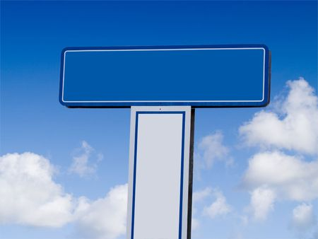 A close up on a blank sign with a bright blue sky and clouds in the background. 版權商用圖片