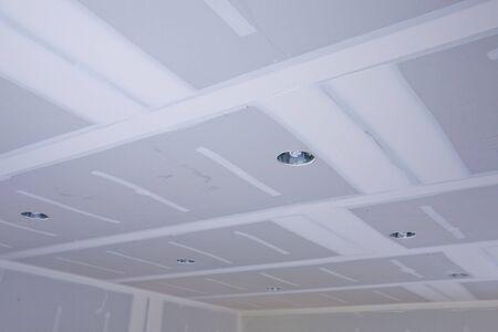 tablaroca: Que acaba de instalar paneles de yeso en un proyecto de remodelaci�n de su casa. Foto de archivo