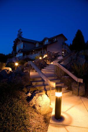 夜の造園と太平洋岸北西部のアーキテクチャ
