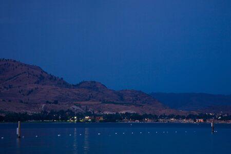 ワシントン州東部のシュラン湖の夕日。