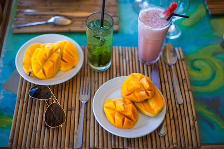 philippino: Philippino breakfast with mango and coctails