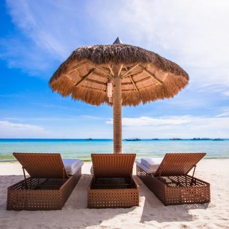 getaways: Sillas de madera de playa para vacaciones y escapadas de verano en Boracay
