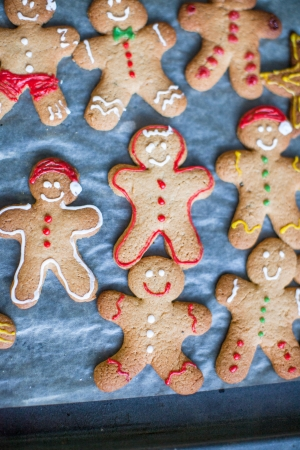 Close-up Raw gingerbread men with glaze on a baking sheet photo