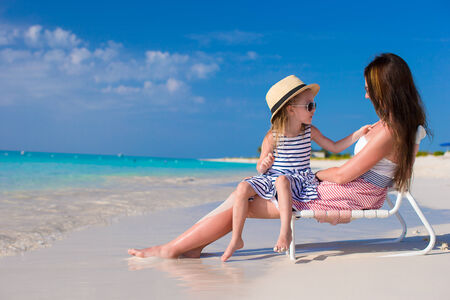 happines: Young mother and adorable little daughter at tropical beach