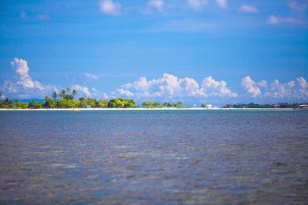 onbewoond: Mooi tropisch onbewoond eiland op Filipijnen Stockfoto
