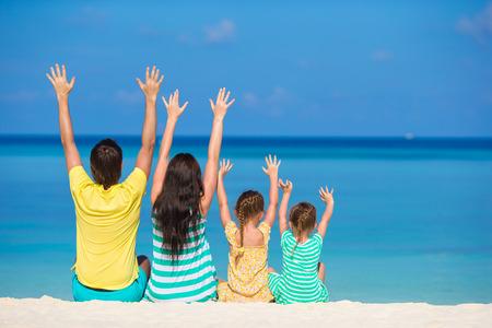 vacaciones playa: Familia de vacaciones en la playa