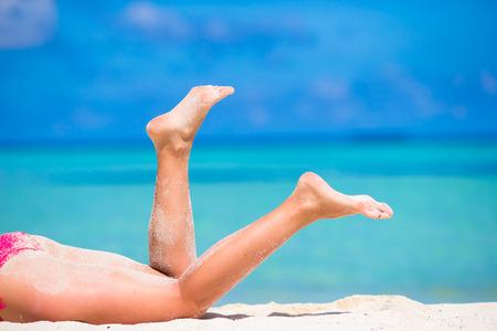 sandy feet: Close up of female feet on white sandy beach