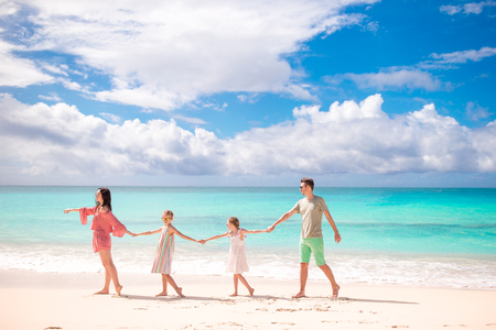 Young family on vacation on the beach. Family travel concept Foto de archivo