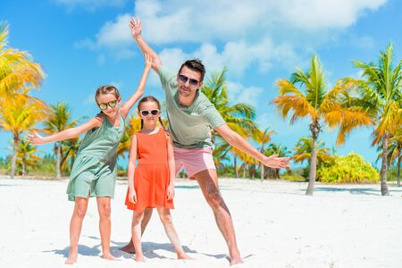 Father and kids enjoying beach summer vacation Imagens