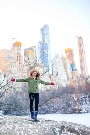 Adorable girl with view of ice-rink in Central Park on Manhattan in New York City Banque d'images - 133779745