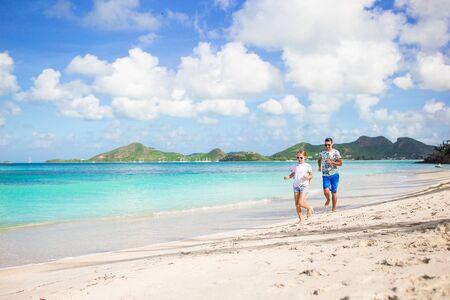 Father and kids enjoying beach summer vacation Zdjęcie Seryjne