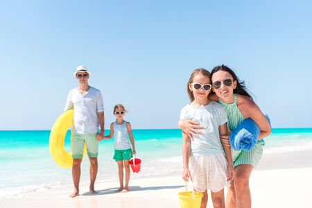 Happy beautiful family with kids on the beach Banque d'images - 133779861