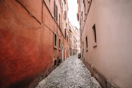 Old beautiful empty narrow streets in small old city of Rome in Italy Stockfoto