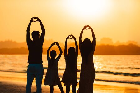 Family of four on the beach at sunset in United Arab Emirates . 版權商用圖片