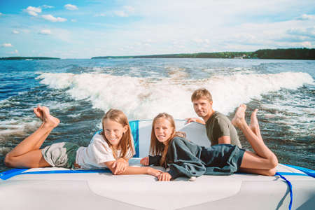 Family sailing on boat in clear open sea 版權商用圖片
