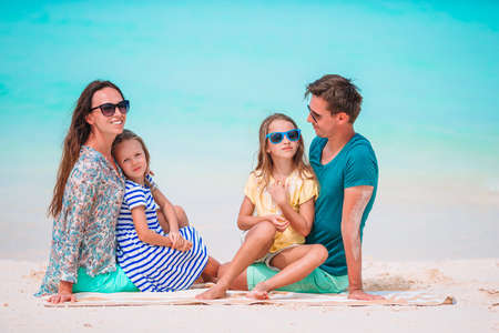 Young family on vacation have a lot of fun 免版税图像