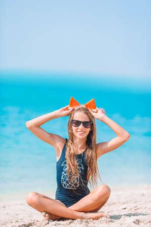 Cute little girl at beach during summer vacation 免版税图像