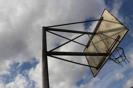 Old basketball chain basket bottom slanted backside view before cloudy sky Standard-Bild - 133415728