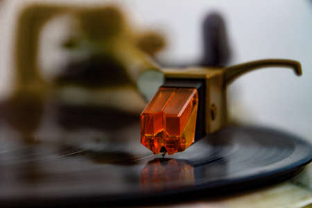 Close up of a turntable acoustic pickup with needle on a vinyl record, selective focus Imagens