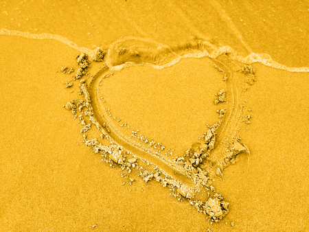 Love Heart in the sand, a wave in the sky, Wallpaper Reklamní fotografie